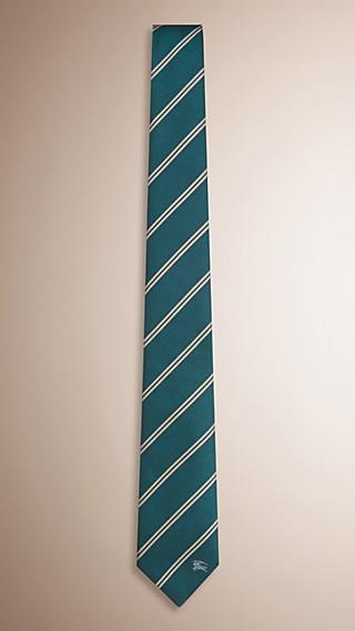 Cravatta dal taglio moderno in seta a righe