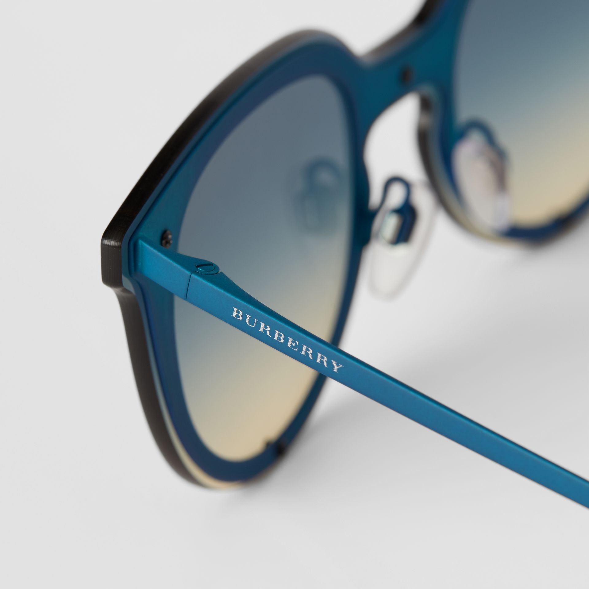 Keyhole Round Frame Shield Sunglasses in Blue - Women | Burberry United Kingdom - gallery image 1