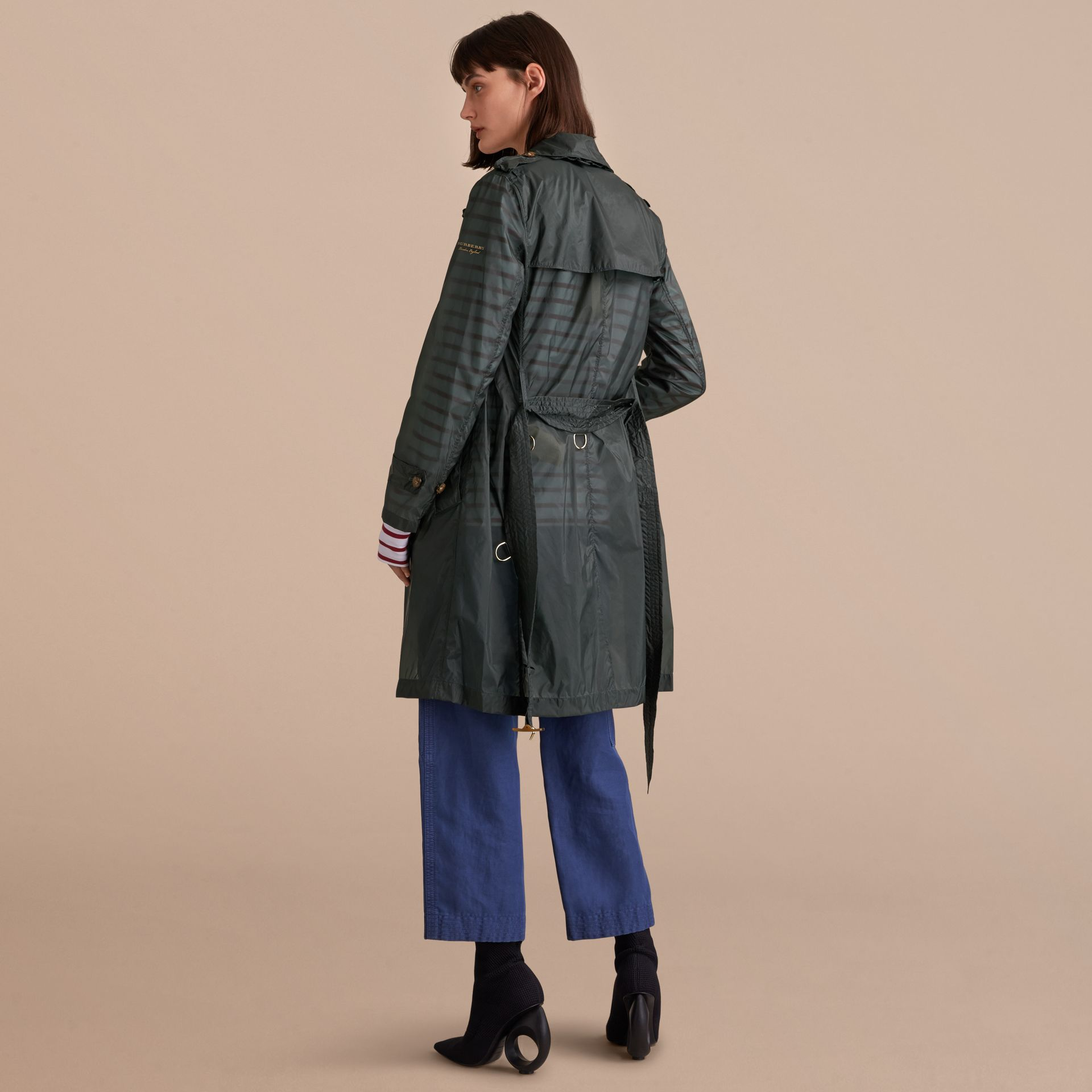 Super-lightweight Trench Coat in Vintage Green - Women | Burberry - gallery image 3