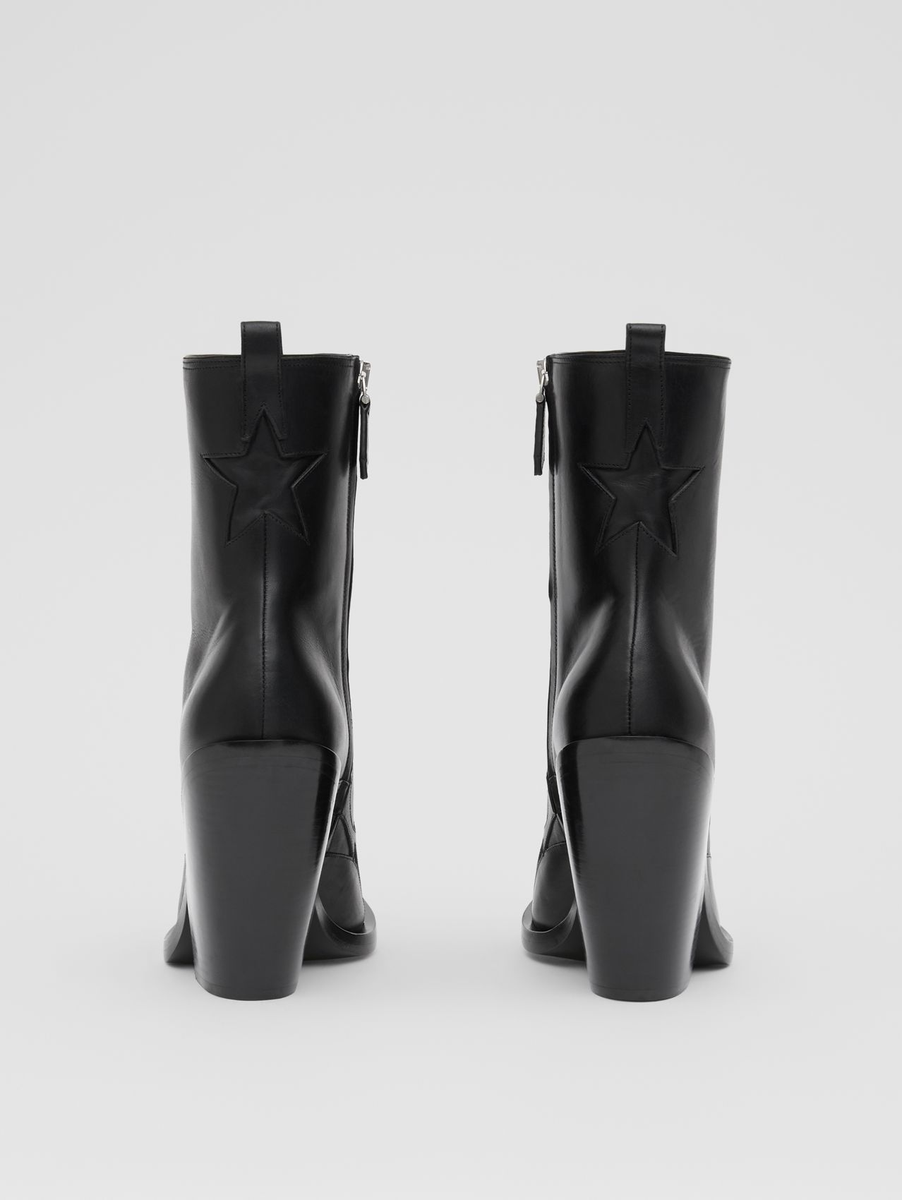 Bottines à talon bottier en cuir avec étoile in Noir
