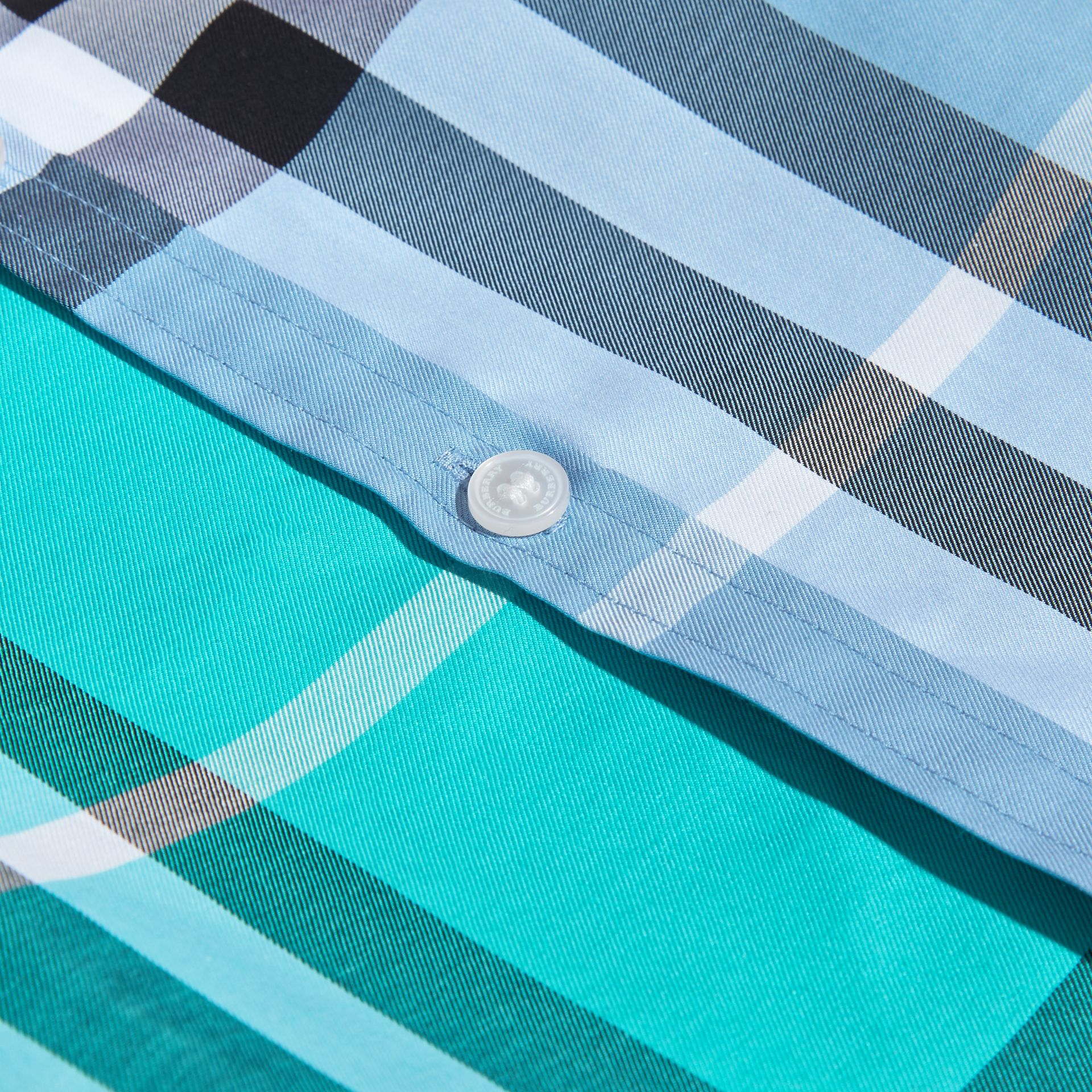 Short-sleeved Contrast Check Cotton Shirt in Cyan Green | Burberry Hong Kong - gallery image 2