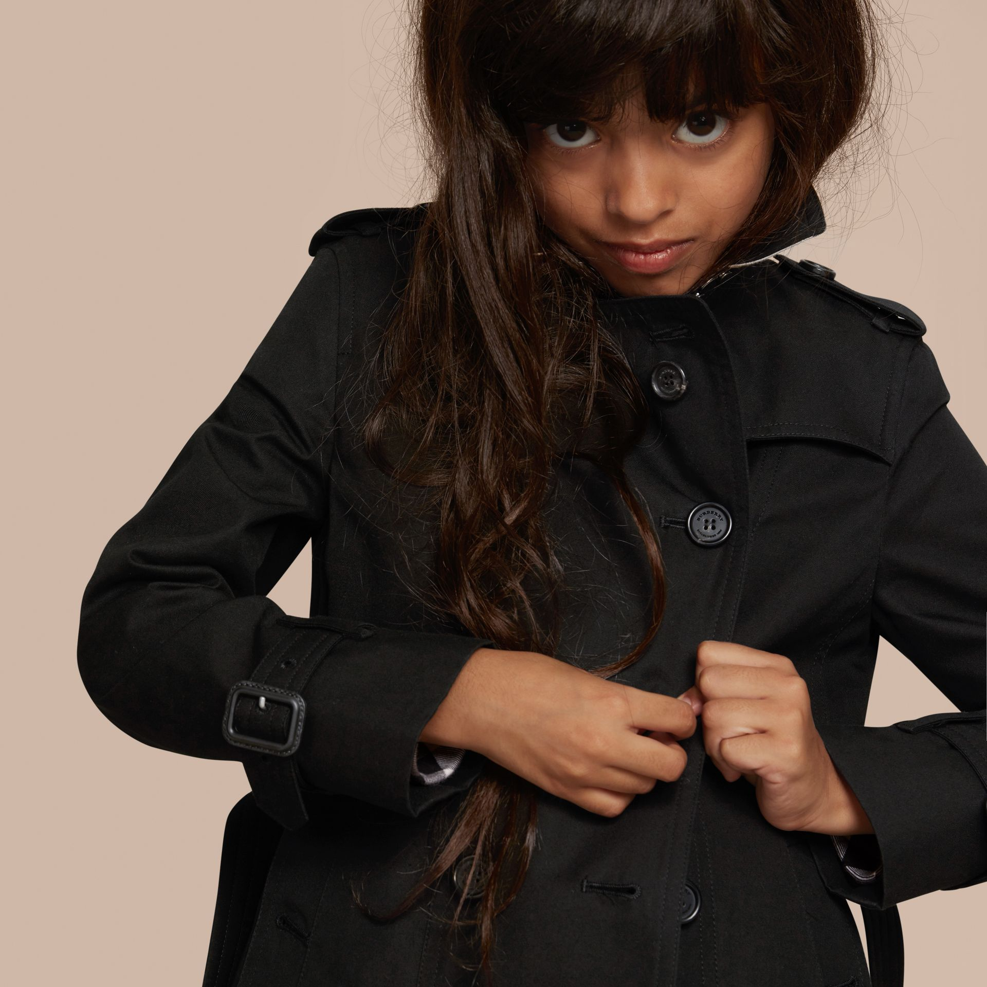 The Sandringham – Heritage Trench Coat in Black - Girl | Burberry - gallery image 2