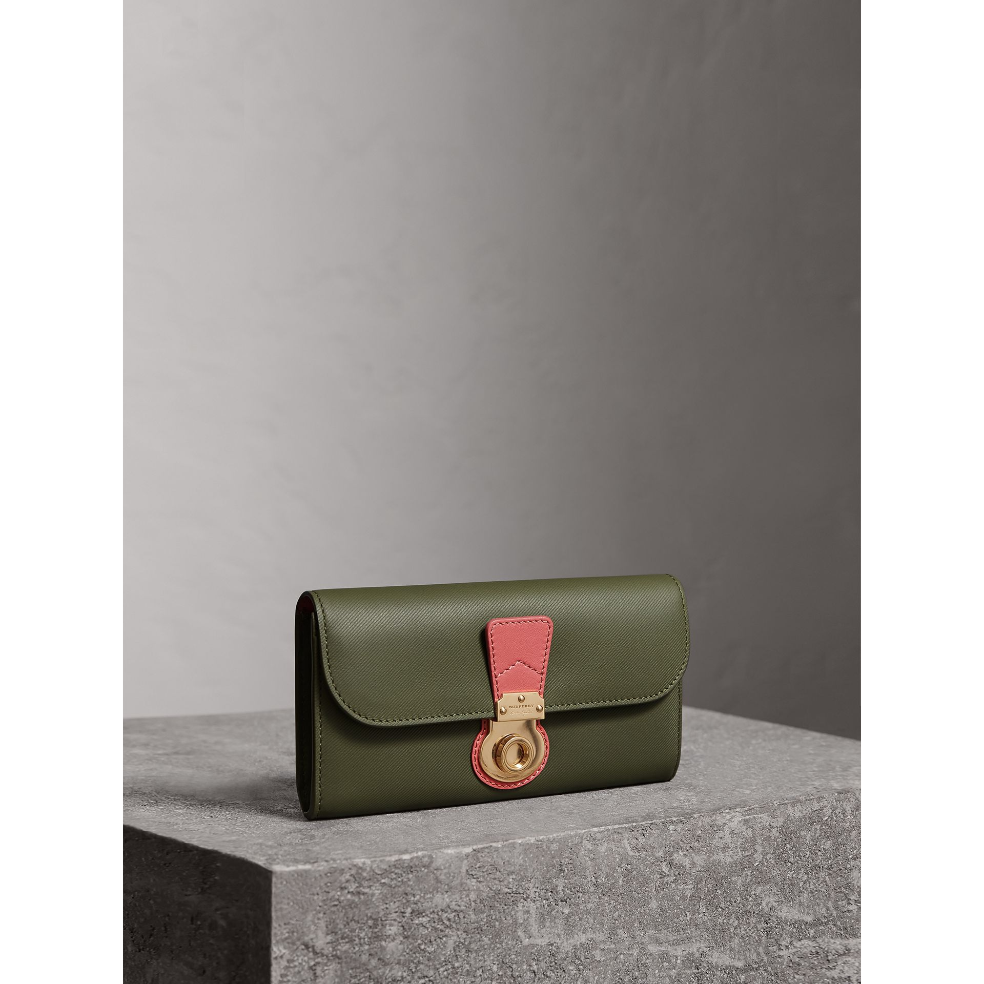 Two-tone Trench Leather Continental Wallet in Moss Green/ Blossom Pink - Women | Burberry - gallery image 1