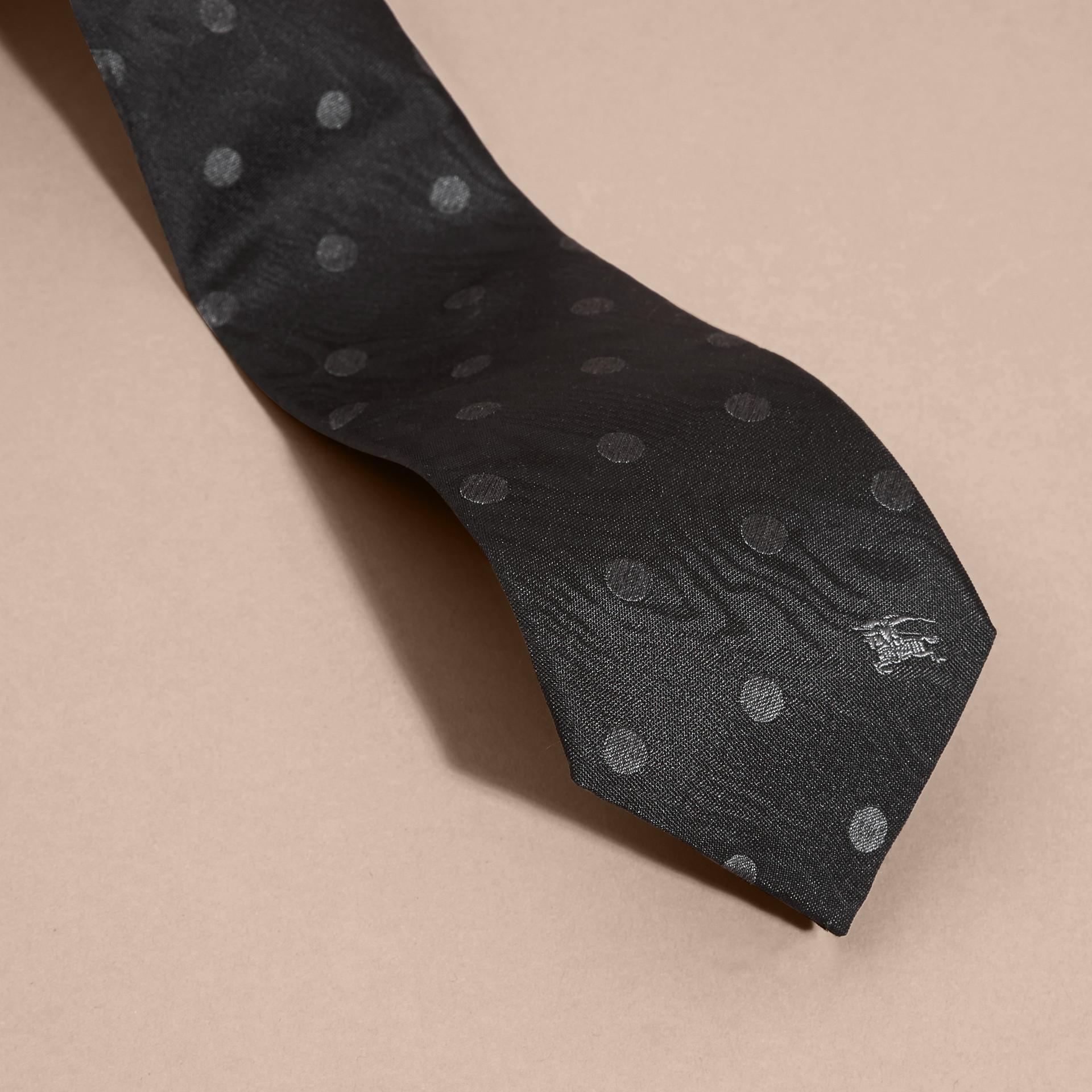 Noir Cravate moderne en soie à pois Noir - photo de la galerie 2