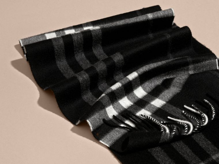 Black check The Classic Cashmere Scarf in Check  Black - cell image 4