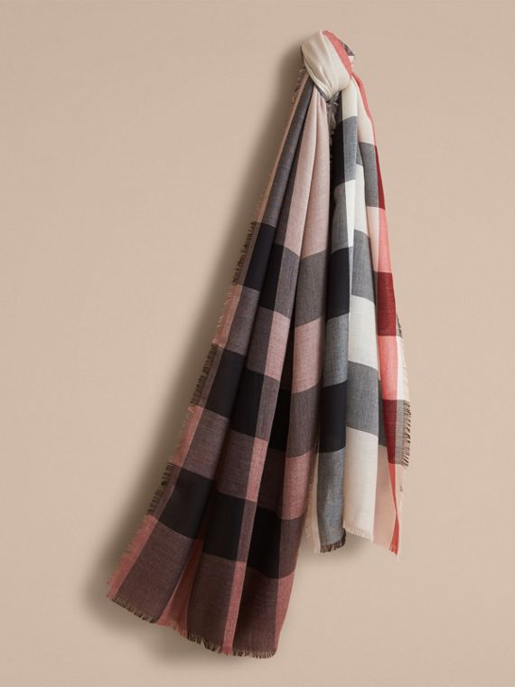 The Lightweight Cashmere Scarf in Ombré Check Mauve Pink