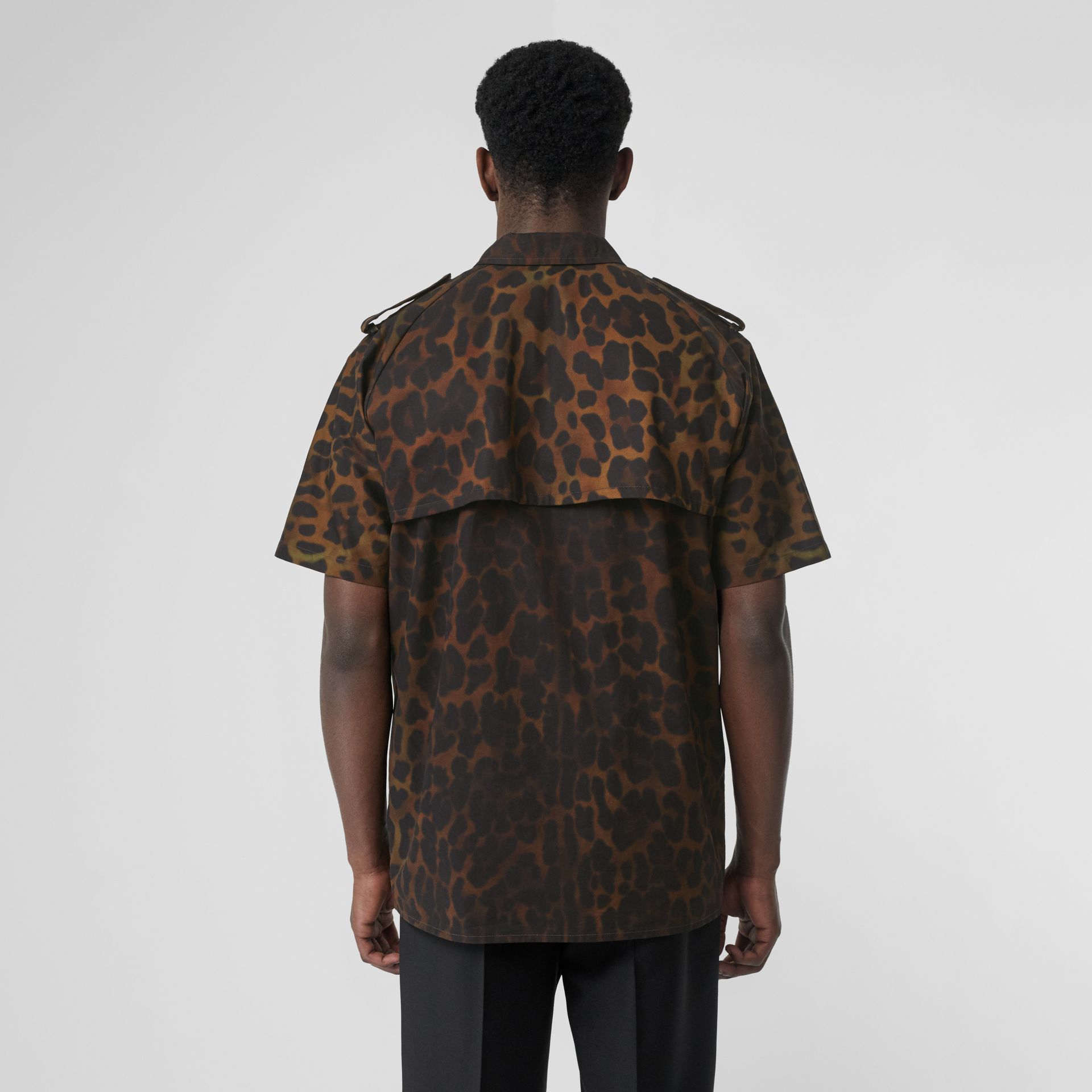 Short-sleeve Leopard Print Cotton Shirt in Khaki Green | Burberry Canada - gallery image 2