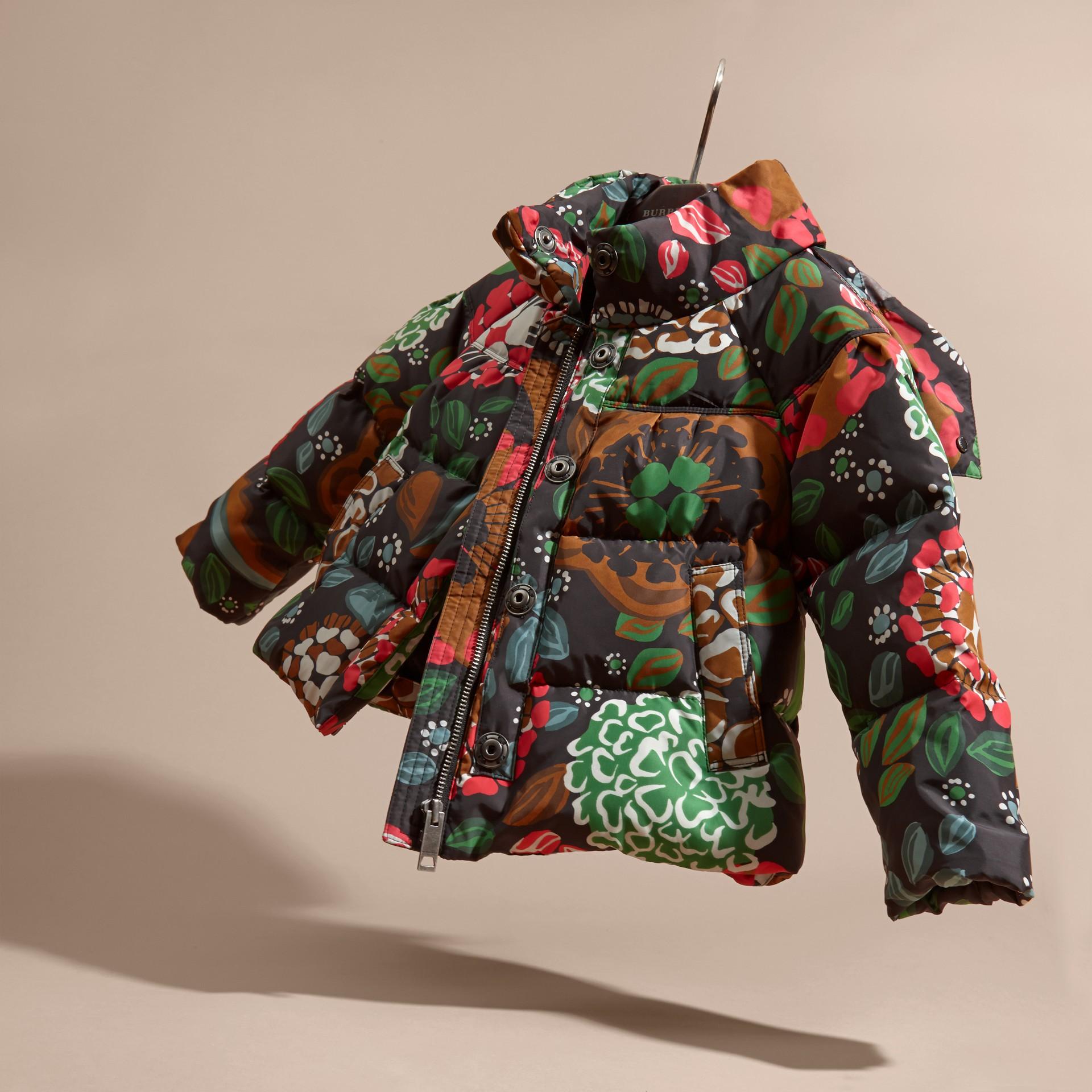 Verde salvia Piumino con stampa floreale e cappuccio packaway - immagine della galleria 3
