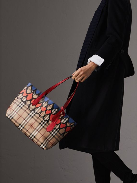 The Small Reversible Tote in Trompe L'oeil Print in Poppy Red - Women | Burberry - cell image 2