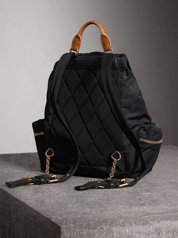 Sac The Rucksack medium en nylon technique avec appliqué à motif Pallas Heads (Noir) - Femme | Burberry - cell image 3