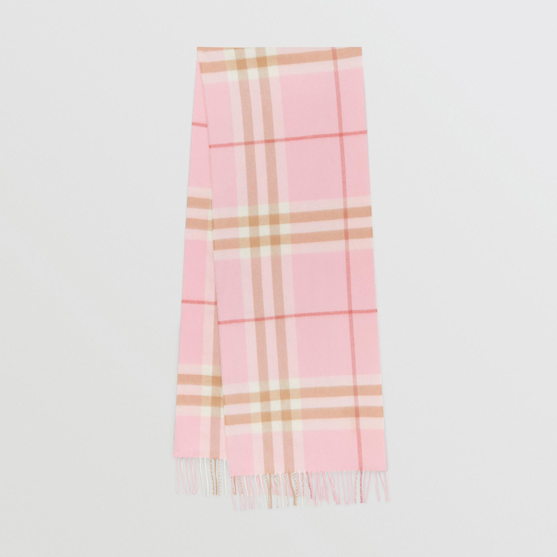 經典格紋喀什米爾圍巾 (糖果粉紅) | Burberry - 圖庫照片 0