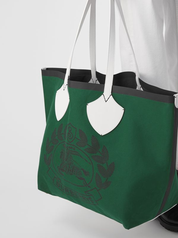The Giant Tote in Archive Crest Cotton in Dark Racing Green | Burberry - cell image 3