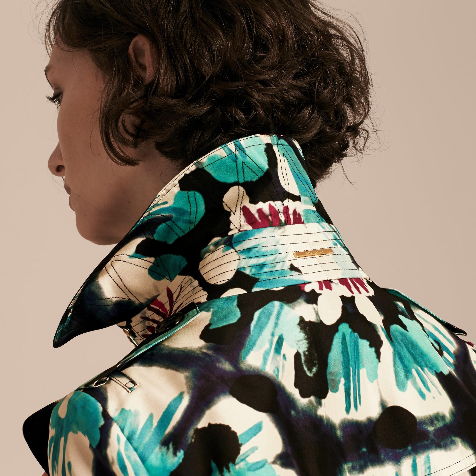 Marine Trench-coat en soie avec imprimé tie and dye - photo de la galerie 5