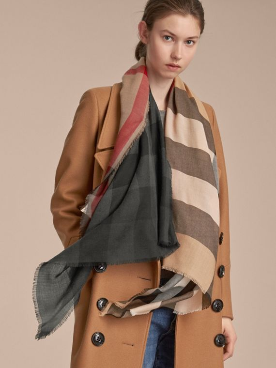The Lightweight Cashmere Scarf in Ombré Check in Camel/black | Burberry Australia - cell image 2