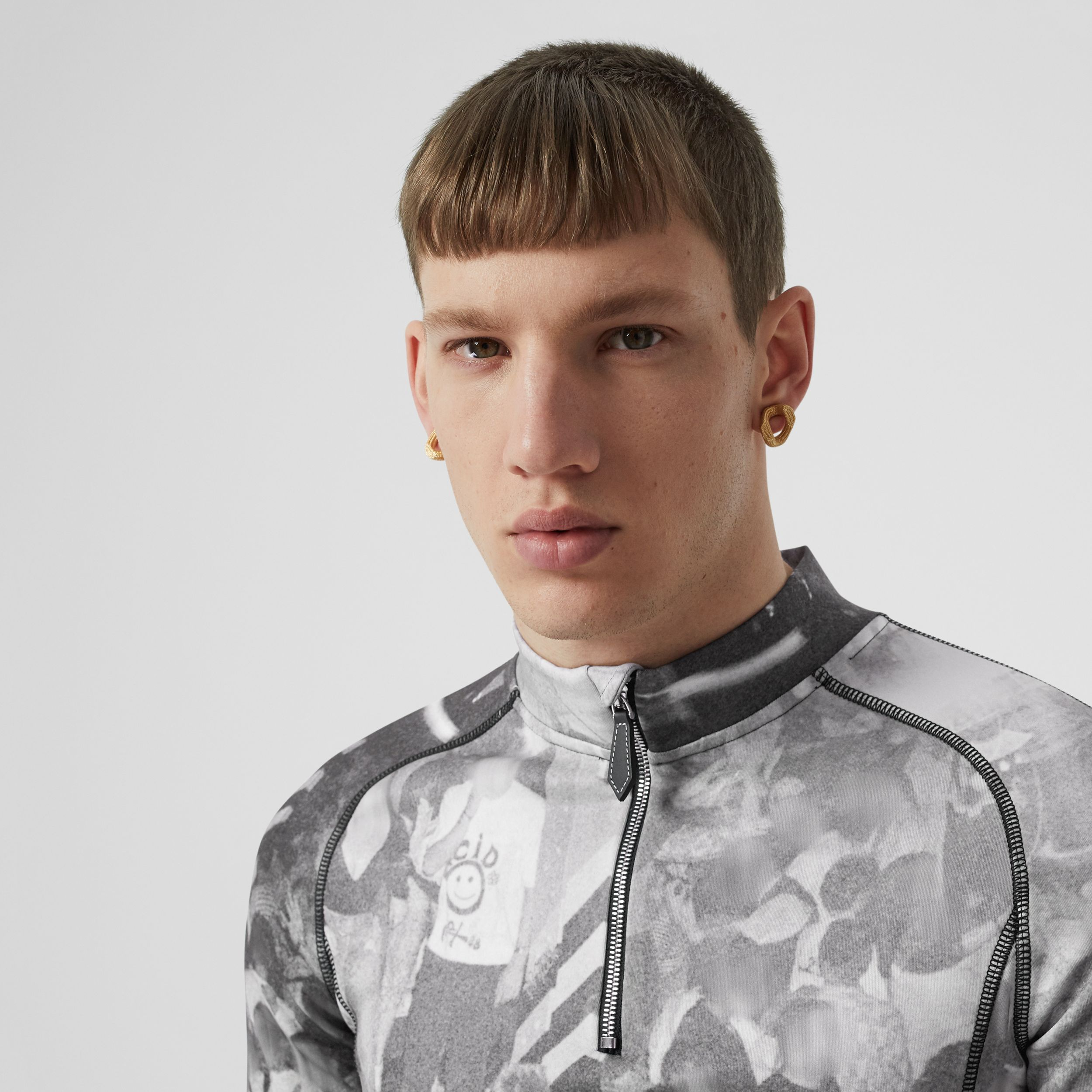 Long-sleeve Rave Print Stretch Jersey Top in Monochrome - Men | Burberry - 2