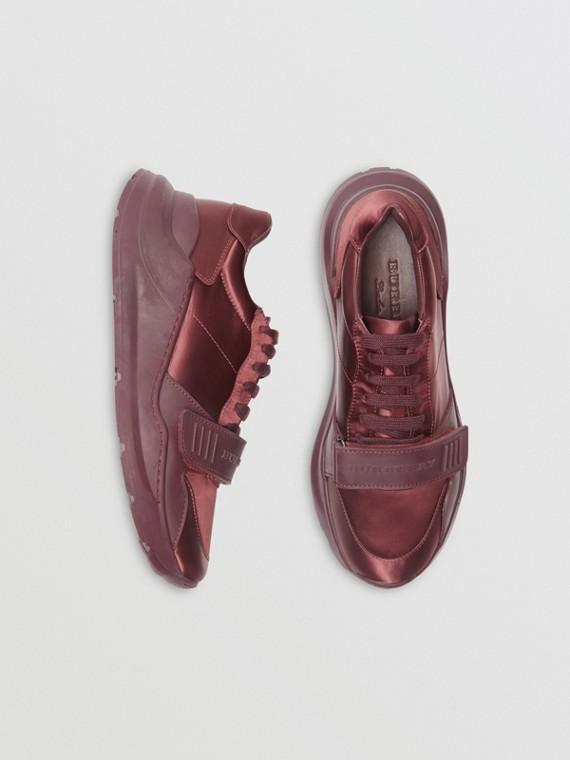 Sneakers en satin (Bordeaux)