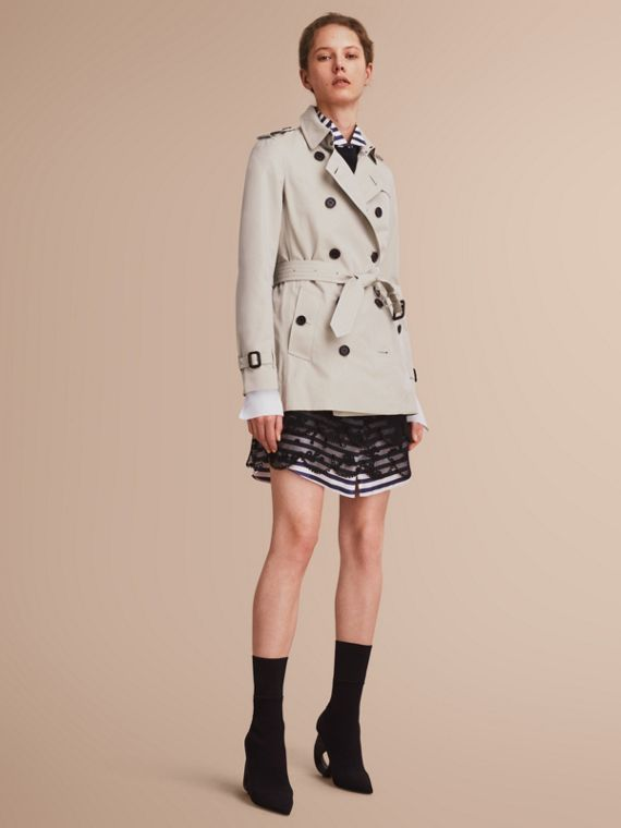 The Kensington – Short Heritage Trench Coat in Stone - Women | Burberry