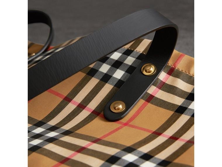 Bolsa grande tipo sacola revestida com estampa Vintage Check (Preto) | Burberry - cell image 1