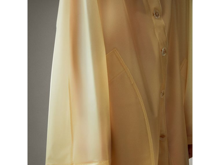 Cappotto car coat in plastica morbida al tatto con cappuccio (Giallo Antico) - Donna | Burberry - cell image 4