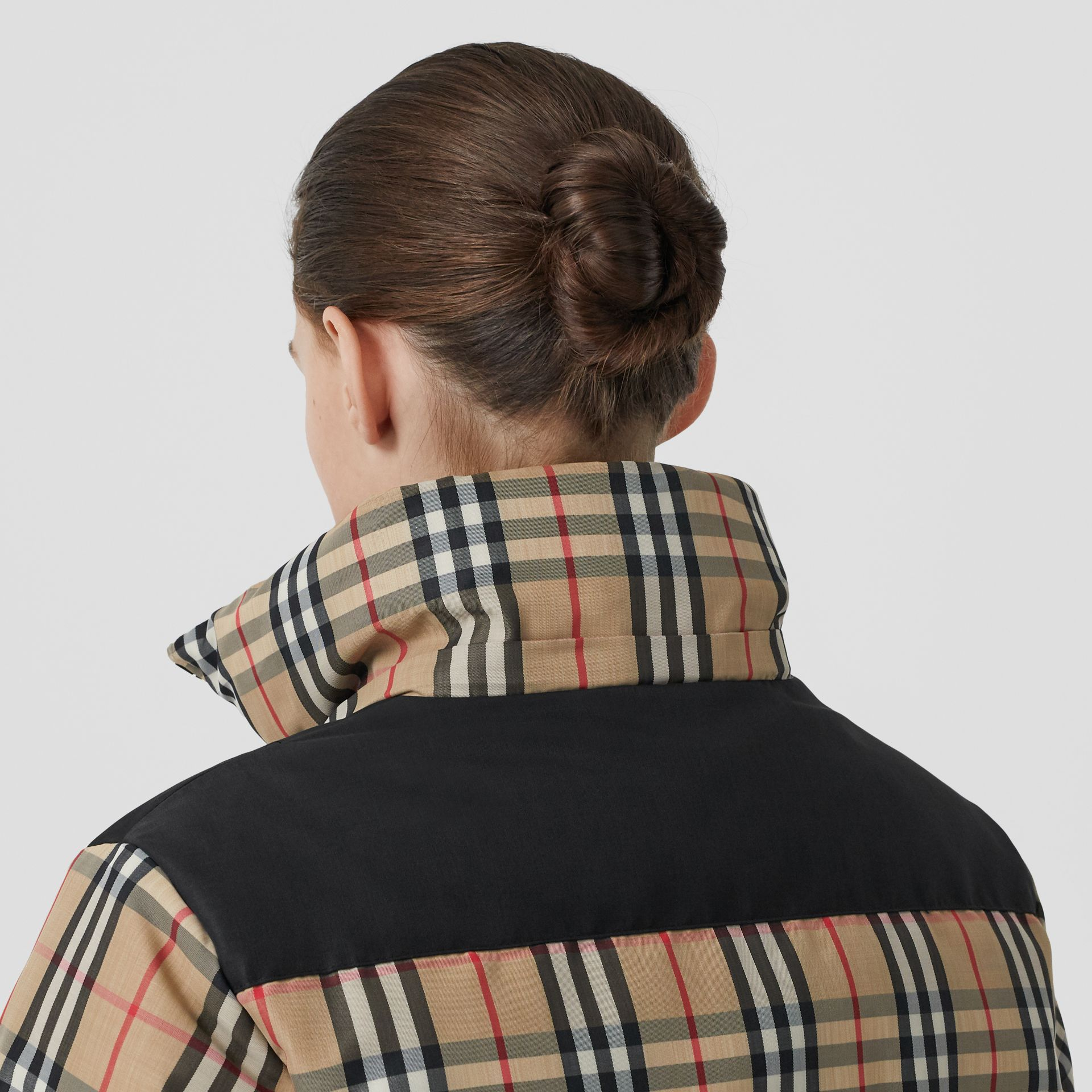 Reversible Vintage Check Recycled Polyester Jacket in Archive Beige - Women | Burberry - gallery image 4