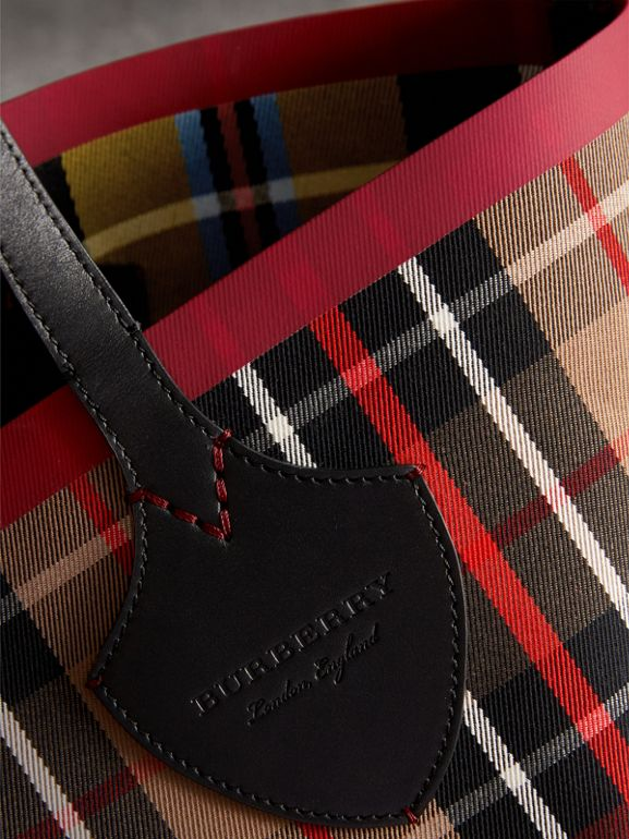 The Medium Giant Reversible Tote in Tartan Cotton in Caramel/flax Yellow | Burberry Canada - cell image 1