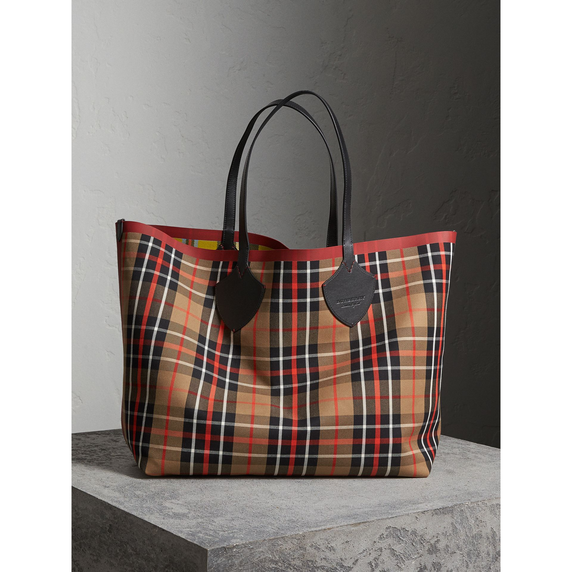 The Giant Reversible Tote in Tartan Cotton in Caramel/flax Yellow | Burberry - gallery image 1