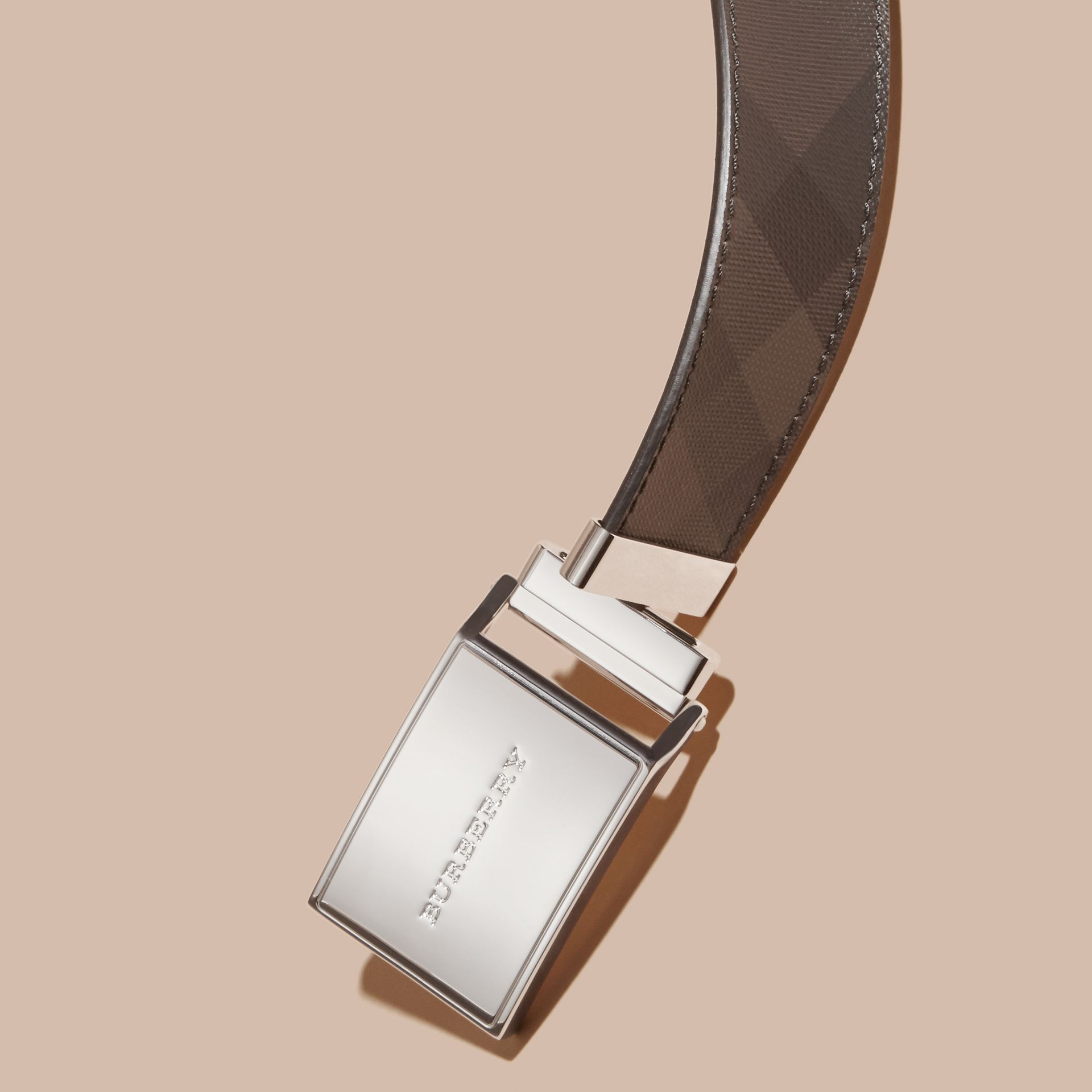 Reversible Smoked Check and Leather Plaque Belt - Men | Burberry Hong Kong - gallery image 2