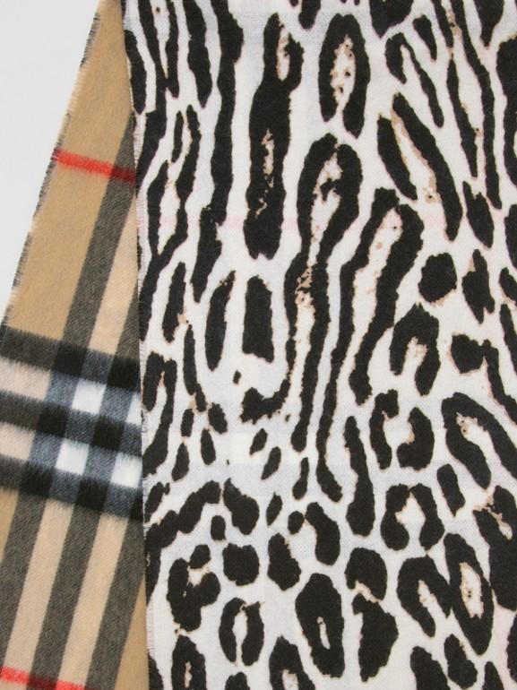 Sciarpa in cashmere con motivo tartan e stampa leopardata (Nero)   Burberry - cell image 1