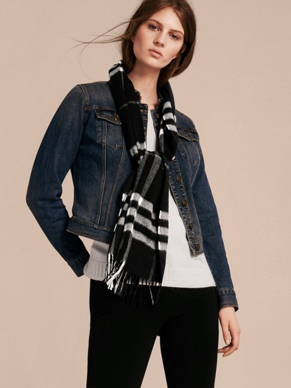 The Classic Cashmere Scarf in Check  in Black - cell image 2