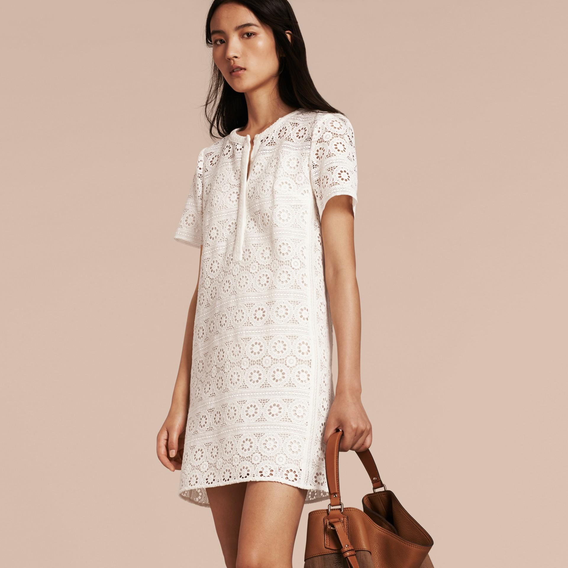 Branco natural Vestido camisa de renda de algodão - galeria de imagens 6