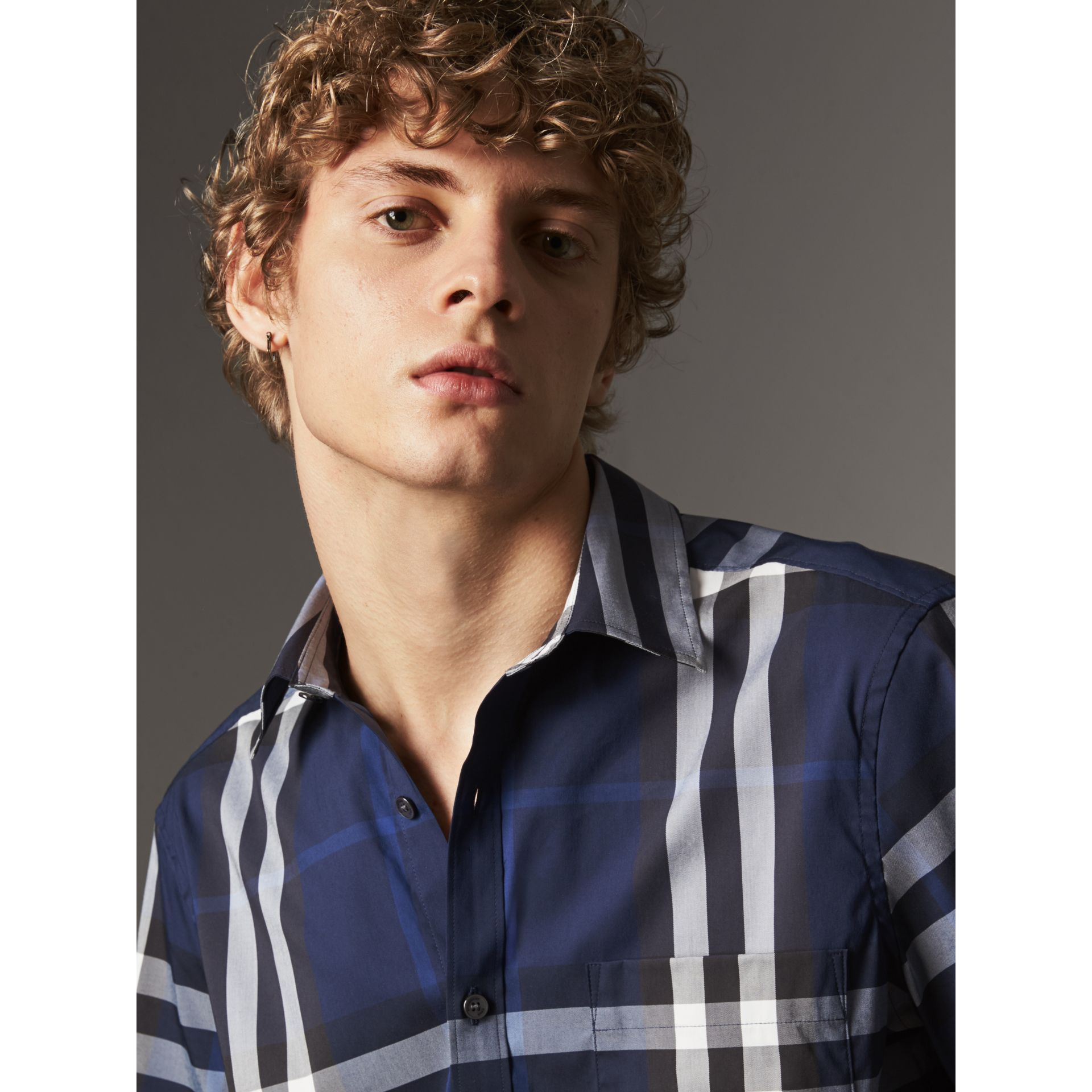 Short-sleeved Check Stretch Cotton Shirt in Indigo Blue - Men | Burberry - gallery image 2
