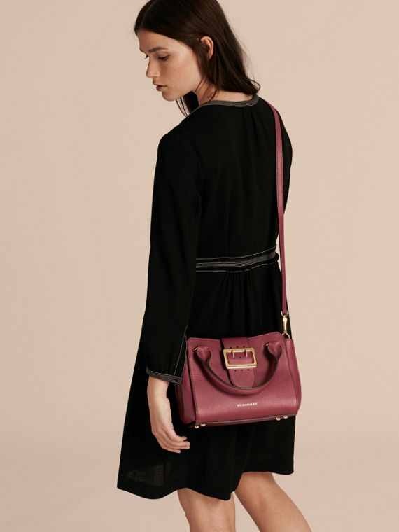 Dark plum The Small Buckle Tote in Grainy Leather Dark Plum - cell image 2