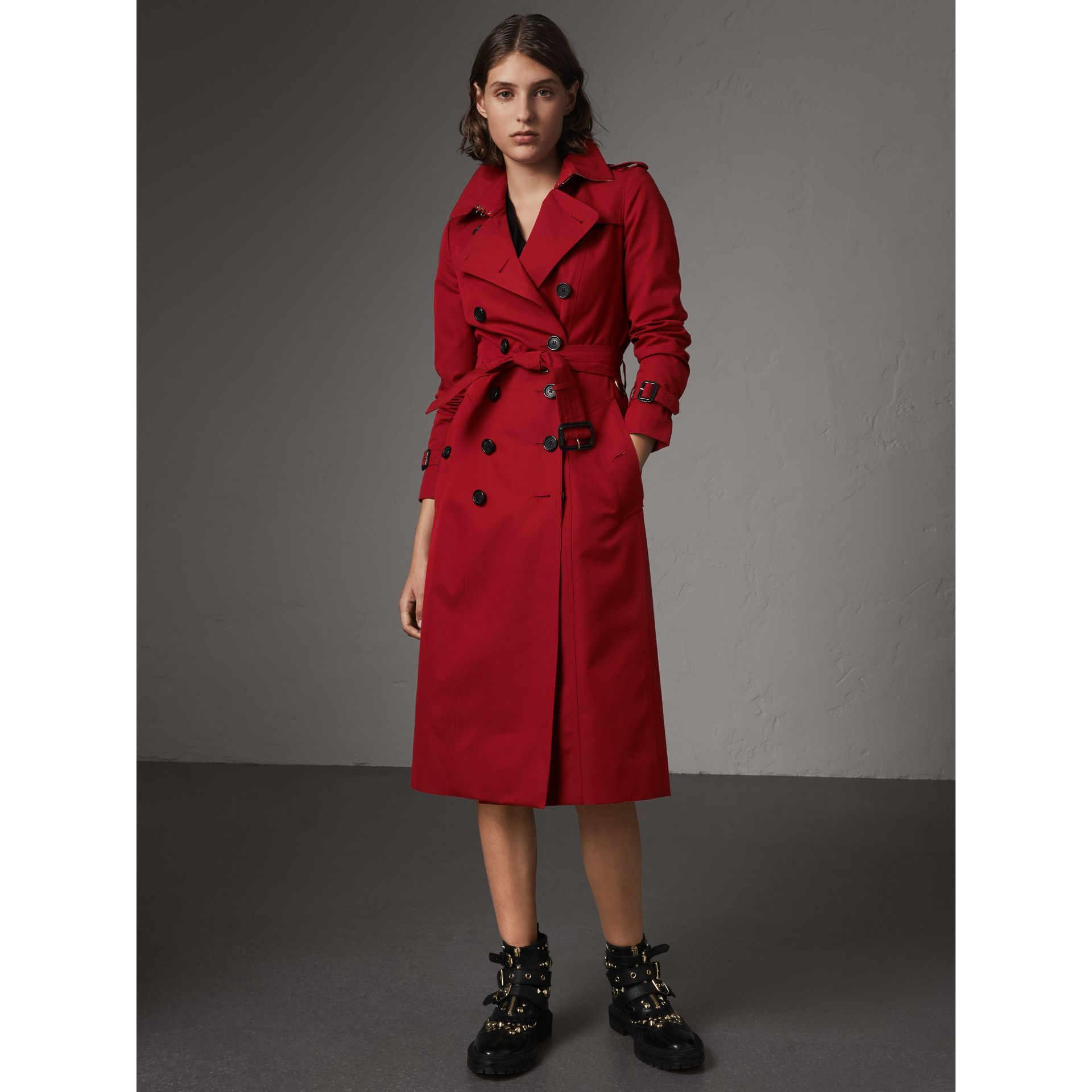 The Chelsea – Extra-long Heritage Trench Coat in Parade Red - Women | Burberry - gallery image 8