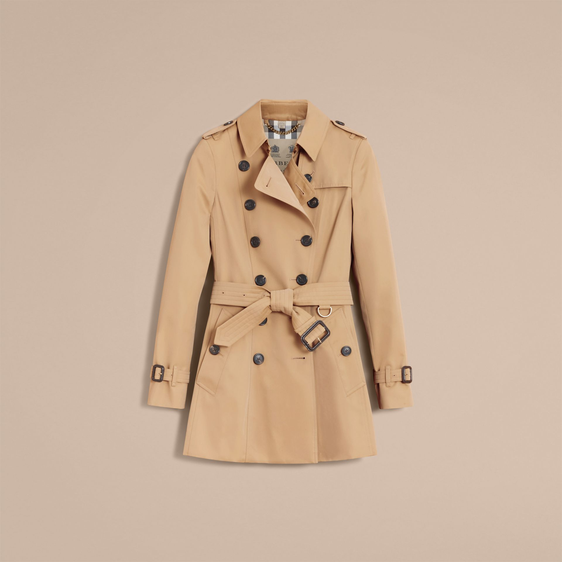 The Chelsea – Short Heritage Trench Coat in Honey - Women | Burberry Hong Kong - gallery image 4