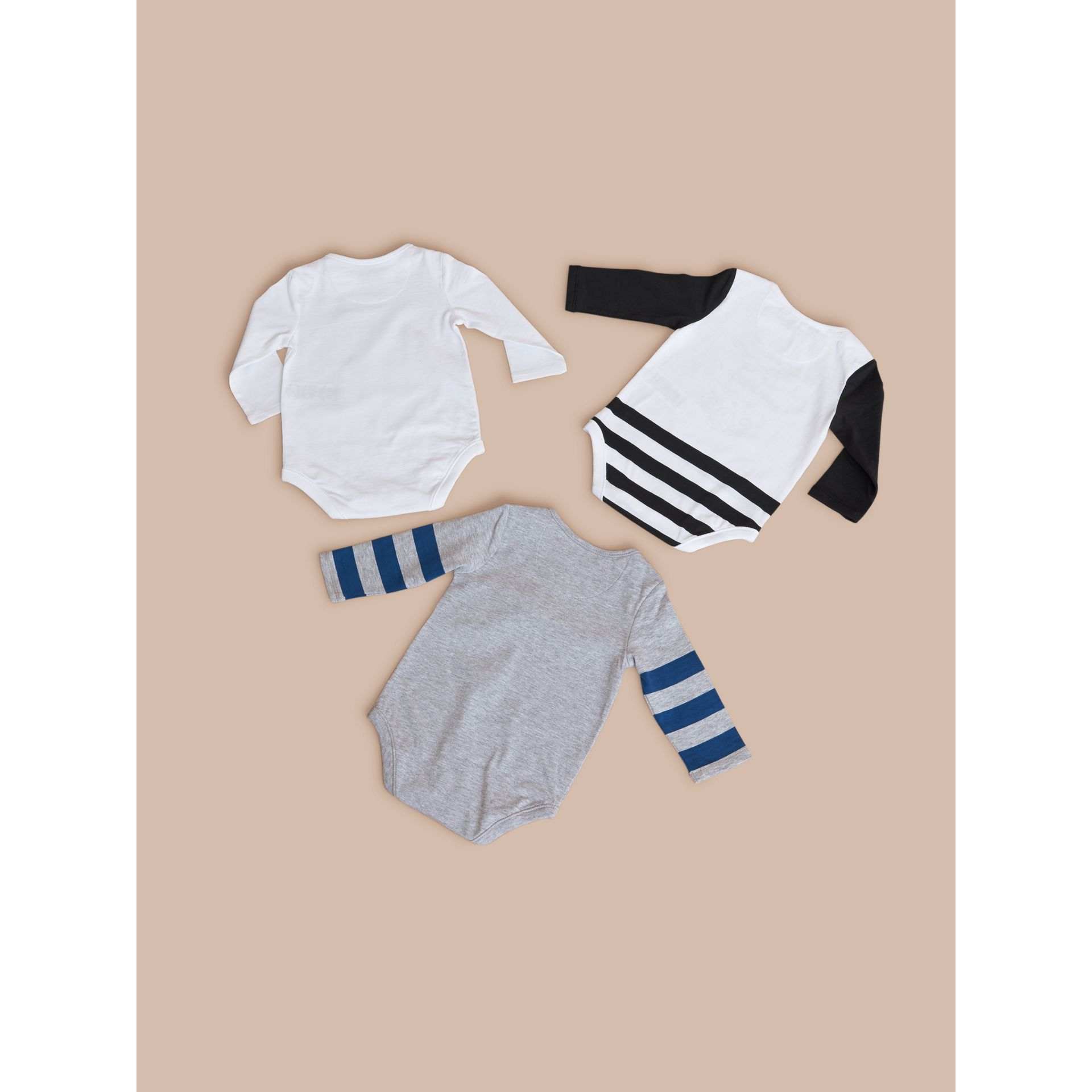 Printed Cotton Three-piece Baby Gift Set in White | Burberry - gallery image 3