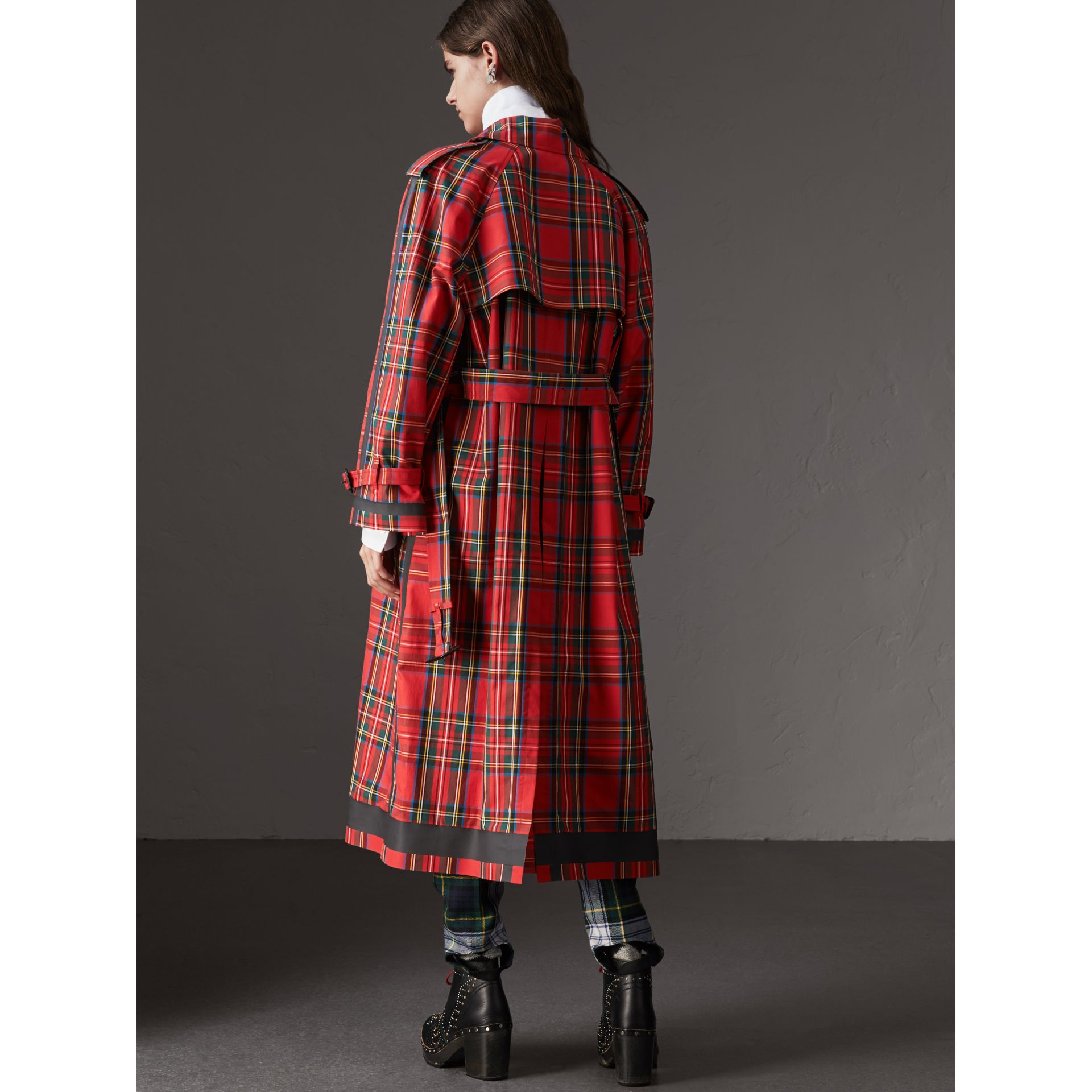 Tartan Cotton Gabardine Trench Coat in Bright Red - Women | Burberry - gallery image 3