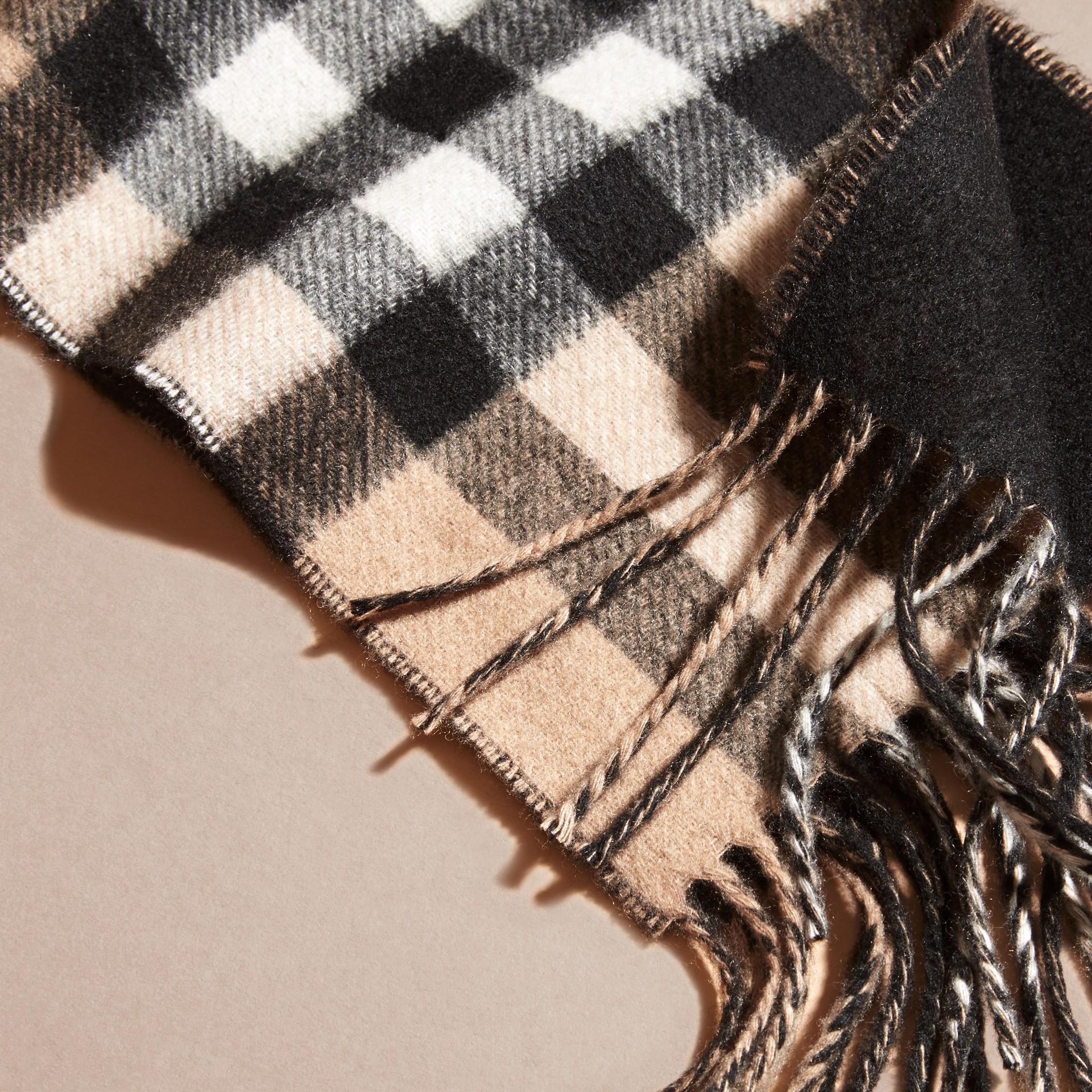 Cammello/nero Sciarpa double face sottile in cashmere con motivo check Cammello/nero - immagine della galleria 2