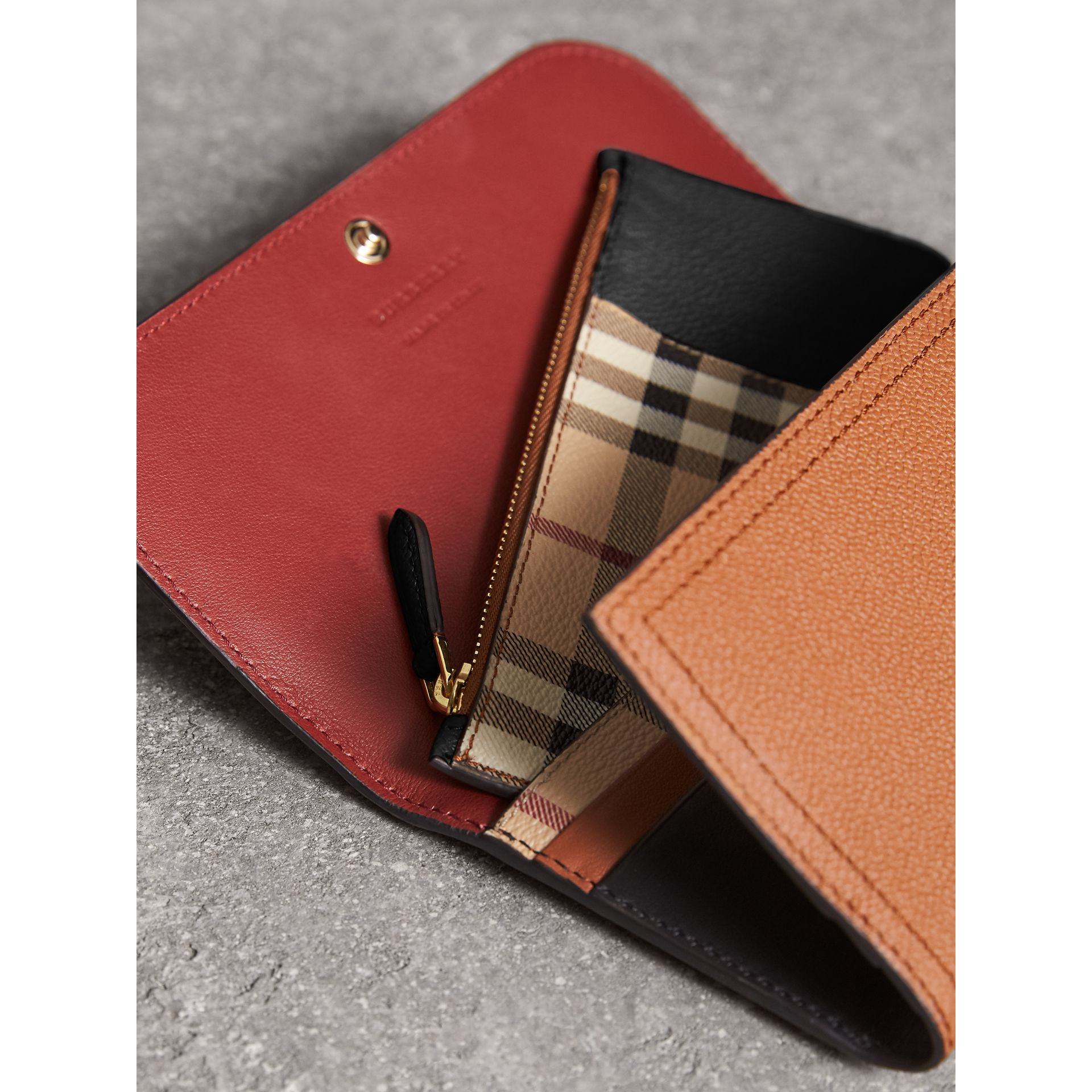Two-tone Leather Continental Wallet and Coin Case in Bright Toffee/ Multi - Women | Burberry United Kingdom - gallery image 4
