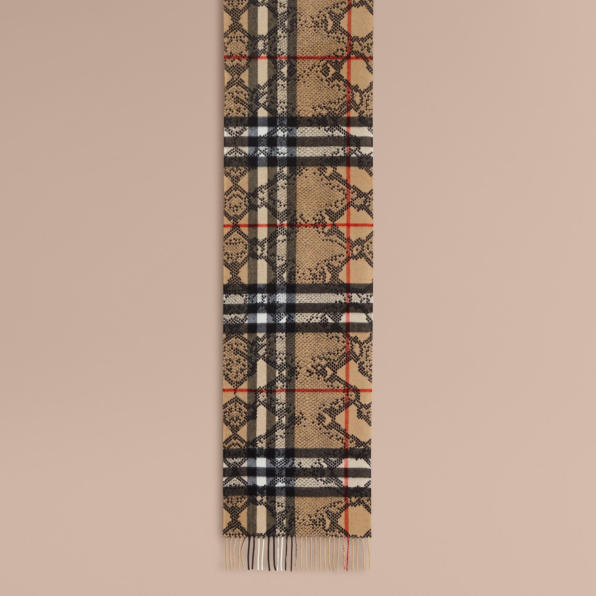 キャメル/ブラック クラシック カシミアスカーフ イン チェック&パイソンプリント - ギャラリーイメージ 2