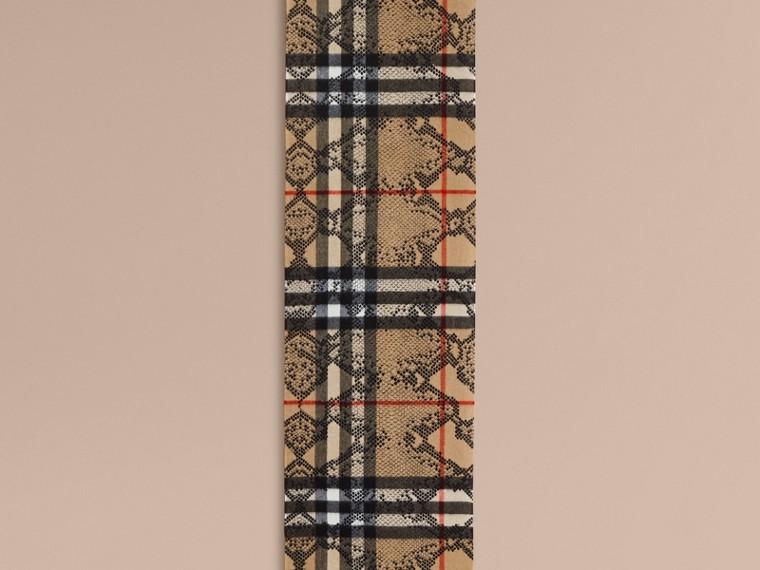 Camel/noir L'écharpe classique en cachemire à motif check et imprimé python - cell image 1