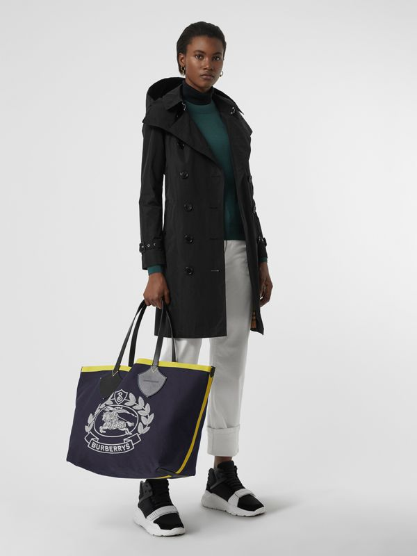 The Giant Tote in Archive Crest Cotton in Navy | Burberry - cell image 2