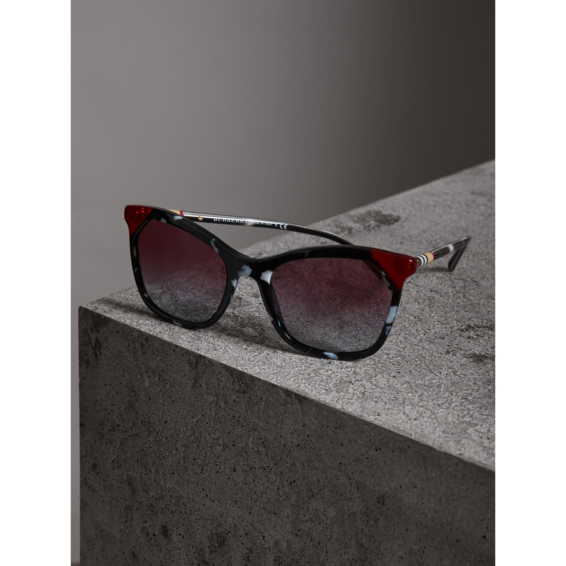 Marble-effect Square Frame Sunglasses in Dark Grey - Women | Burberry - gallery image 2