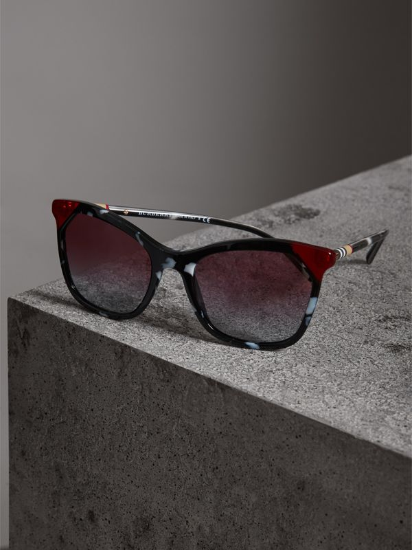 Marble-effect Square Frame Sunglasses in Dark Grey - Women | Burberry United States - cell image 2