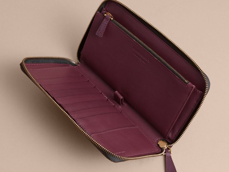 Trench Leather Ziparound Wallet in Wine - Men | Burberry Canada - cell image 4