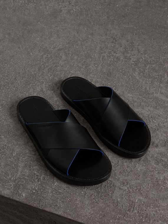 Contrast Detail Leather Sandals in Black