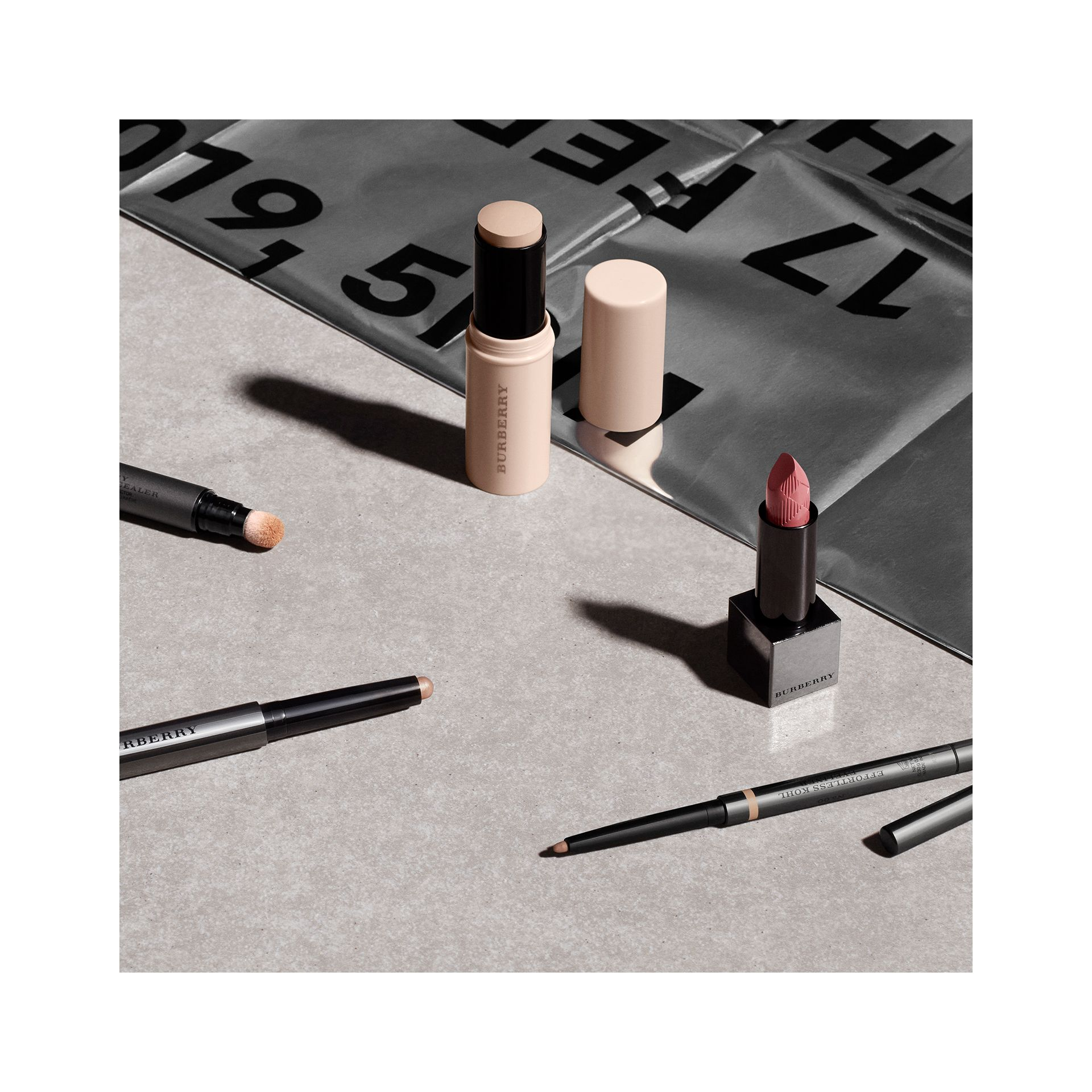 Fresh Glow Highlighting Luminous Pen - Nude Radiance No.01 - Donna | Burberry - immagine della galleria 2