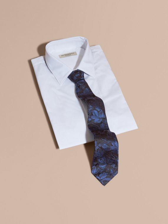 Modern Cut Floral Jacquard Silk Tie in Navy - cell image 3