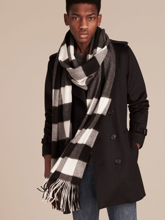 Oversize Check Cashmere Scarf in Black | Burberry - cell image 3