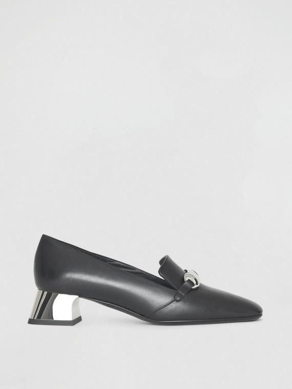 Sapatos de couro com detalhe de barra metálica (Preto)