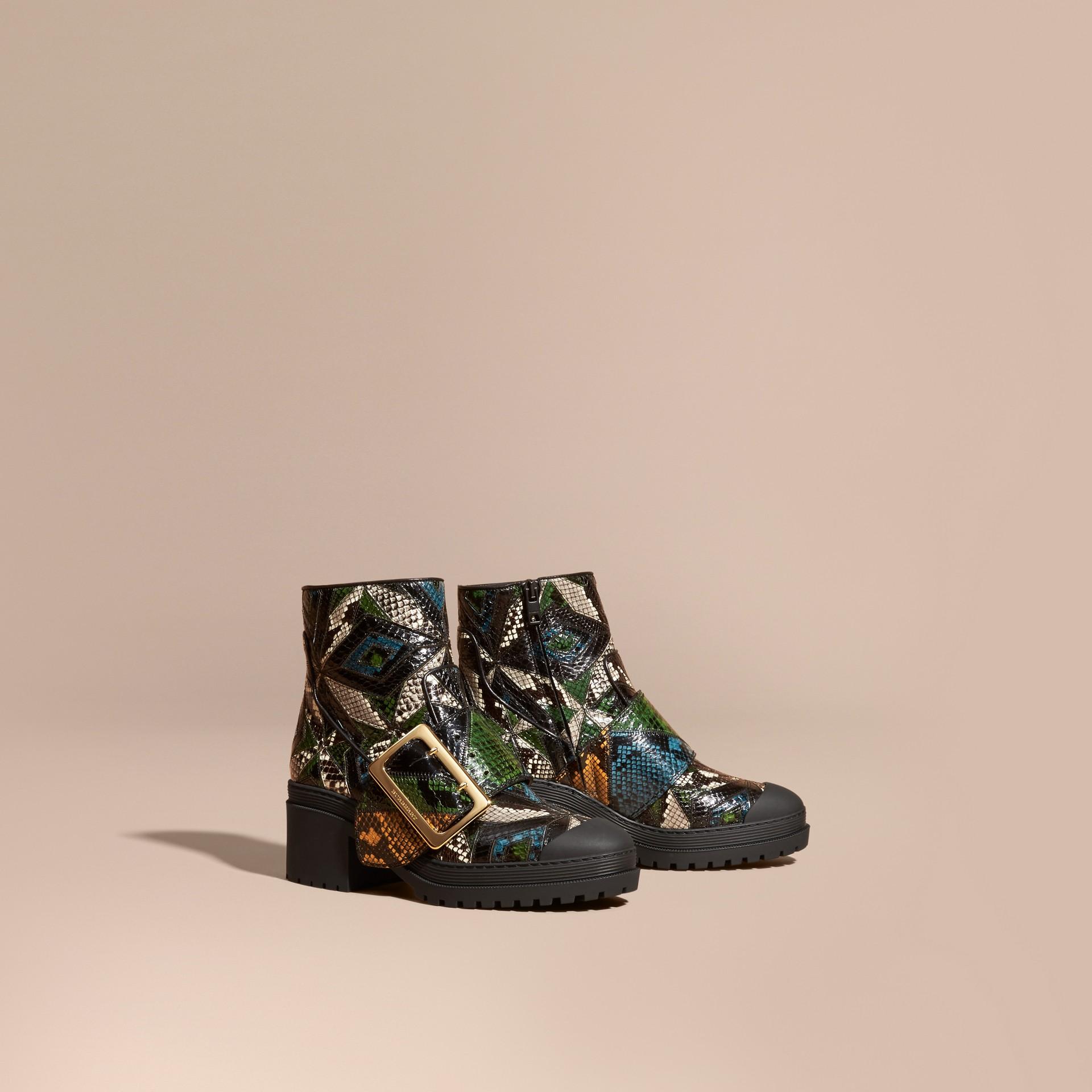 Schwarz/mineralblau The Buckle Boot aus Natternleder - Galerie-Bild 1